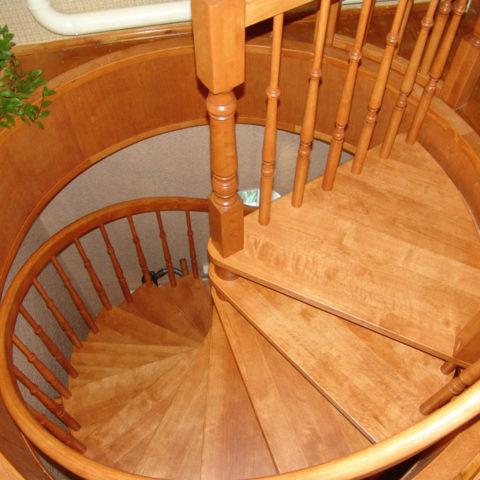 Винтовые лестницы на заказ в Уфе